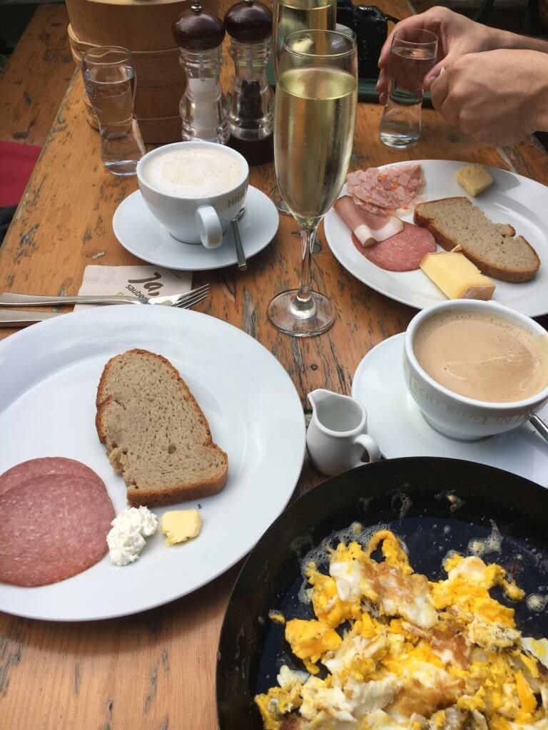 Bergfrühstück in Vorarlberg Gauertalhaus