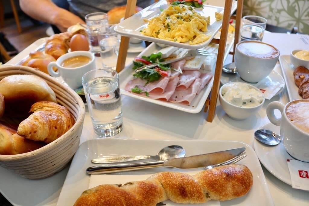Frühstück unter der Woche im Marenda