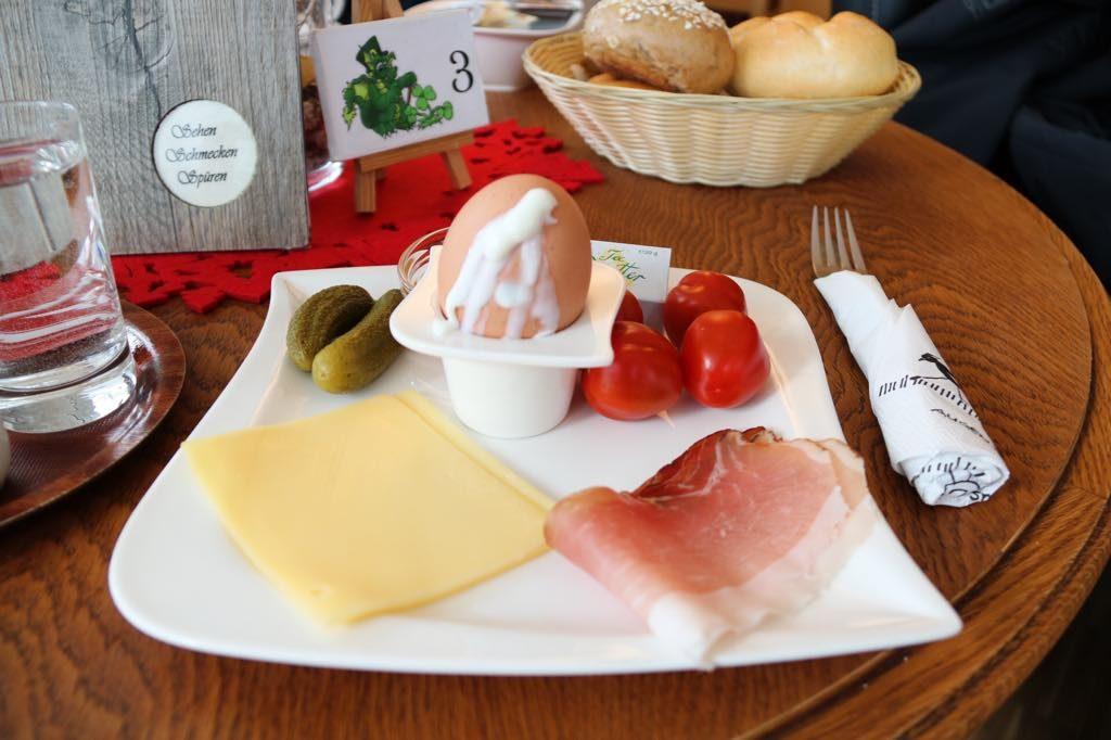 Frühstück im Loackerhuus unter der Woche in Vorarlberg