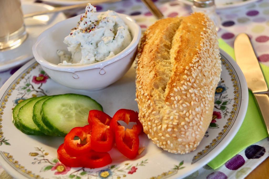 Brot und Topfenaufstrich