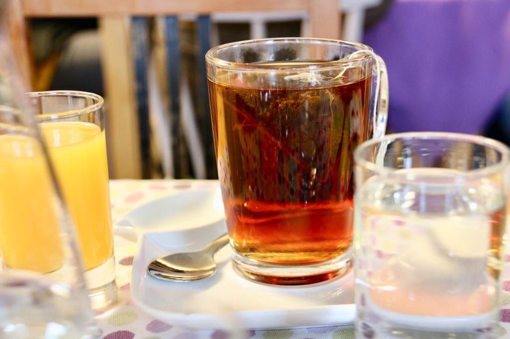 Tee im Café Sines