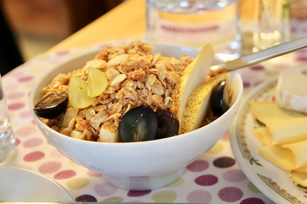 Knuspermüsli im Café Sines