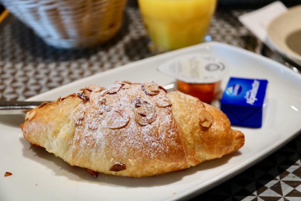 Frühstück im Messepark Croissant