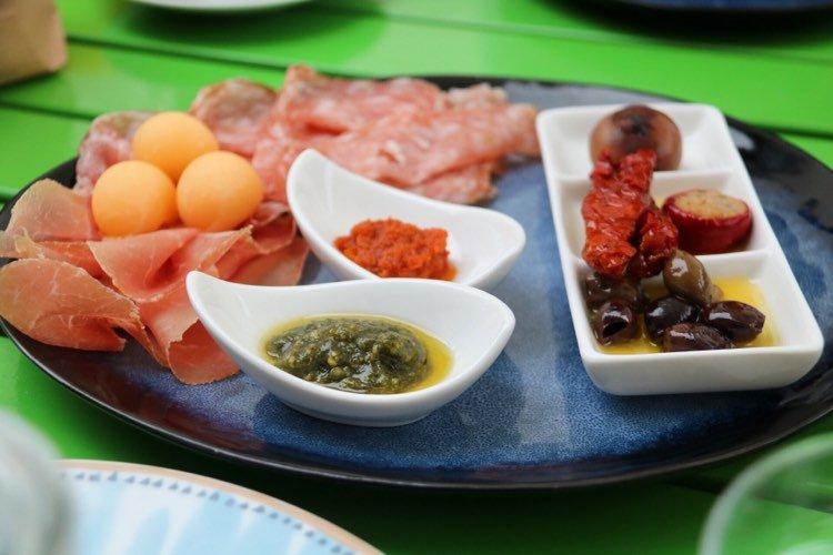 Frühstück im Bunta Lada in Hohenems