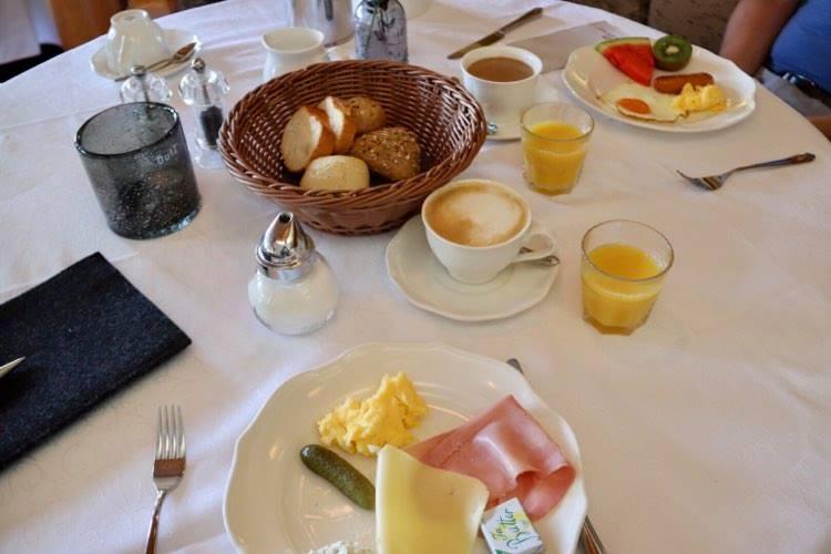 Hotel Damülserhof  Frühstück