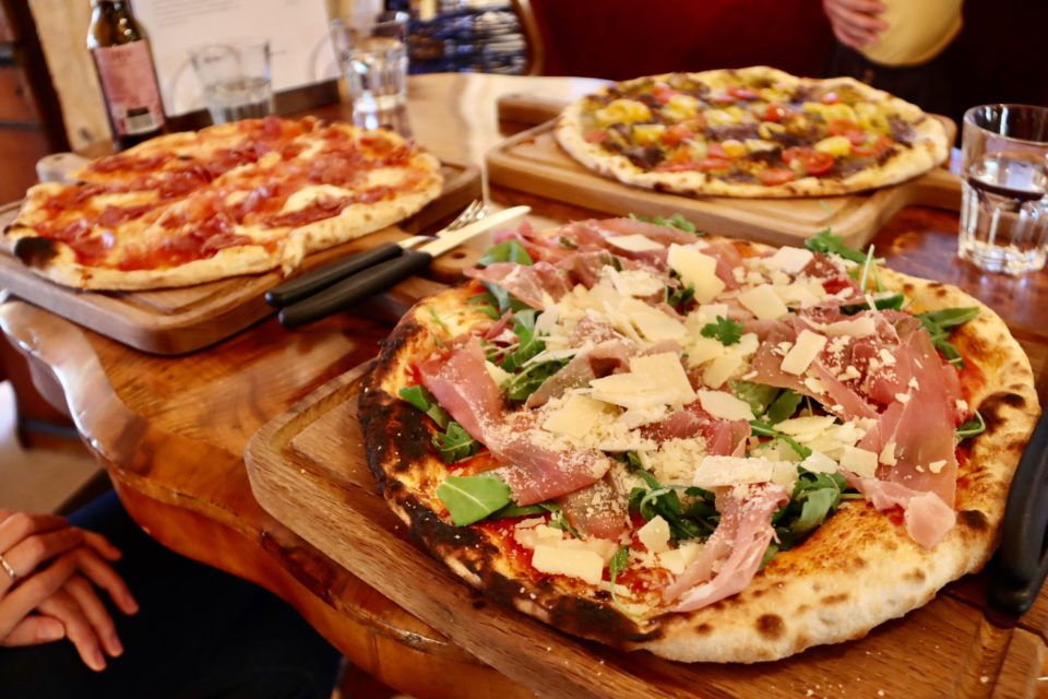 Pizza im Kuschelhotel Gams